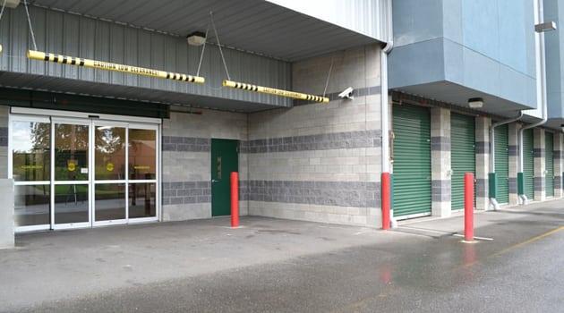 Marymoor Self Storage covered loading area