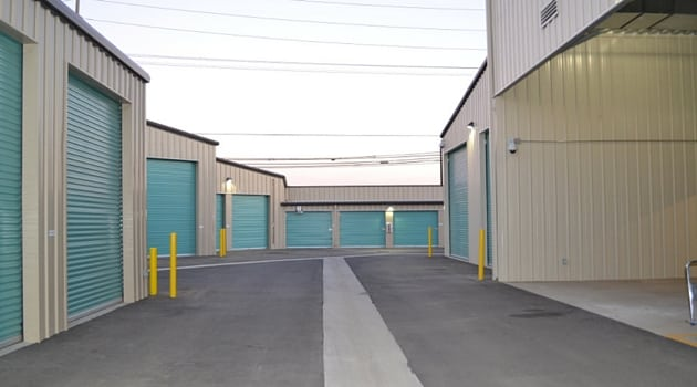 Wide aisles for easy truck access