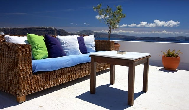 picture of outdoor sofa and table