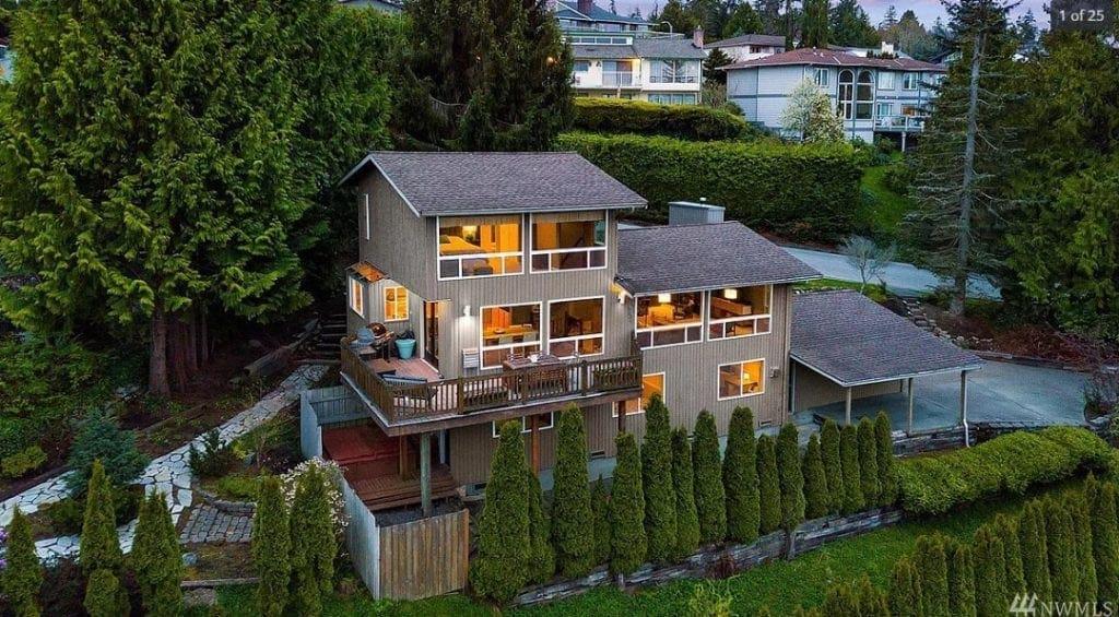 House in Boulevard Bluffs Neighborhood Everett WA