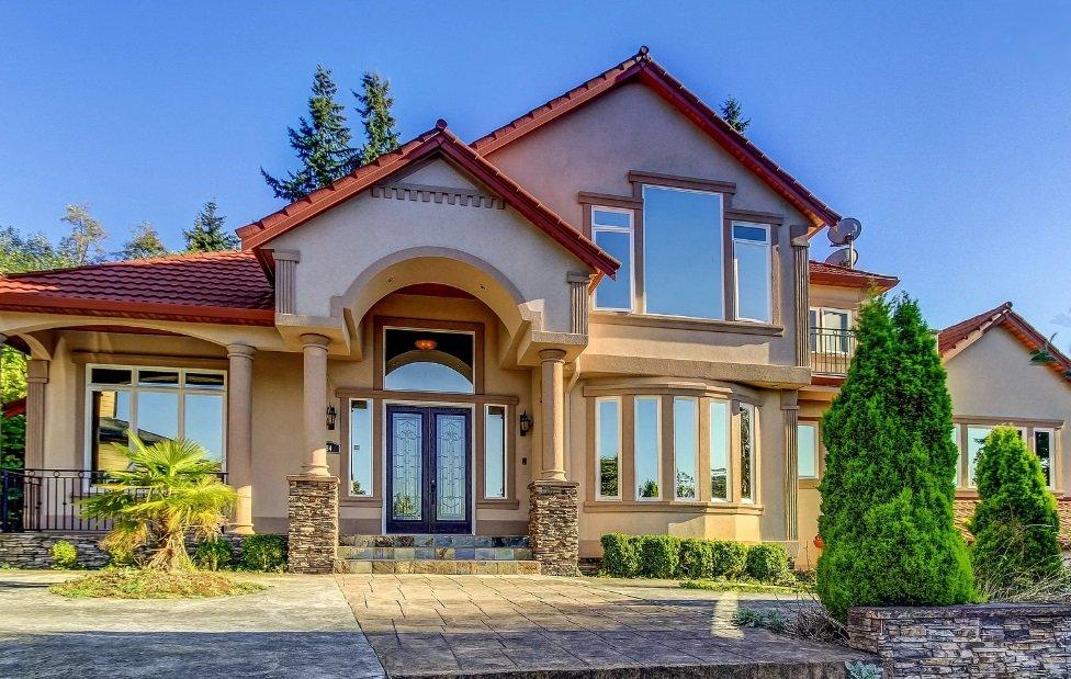 House in Harborview-Seahurst-Glenhaven Neighborhood