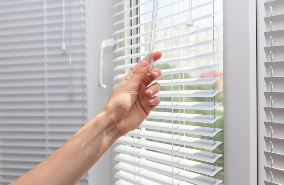hand turning blinds